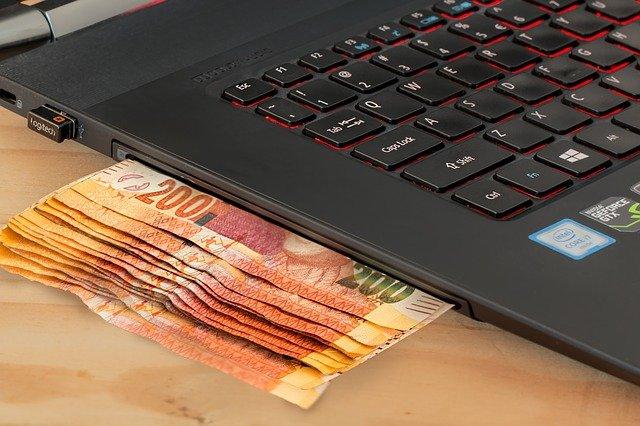 billets sous ordinateur